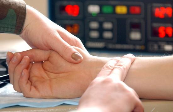 Измерение пульса на руке