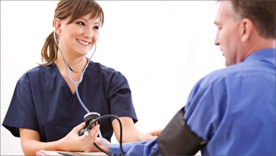 Регулярно контролировать артериальное давление поможет вовремя выявить атеросклероз