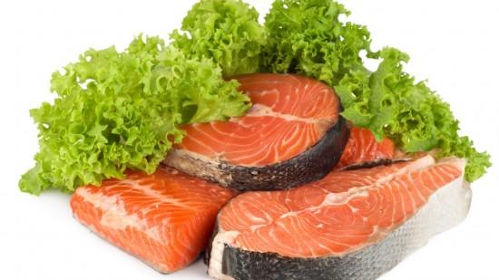 Употребление большого количества рыбы и зелени помогут предотвратить образование атеросклероза